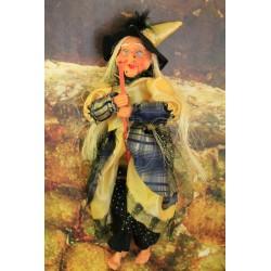 Grande sorcière de couleur jaune et noire.