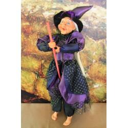 Grande sorcière violette .