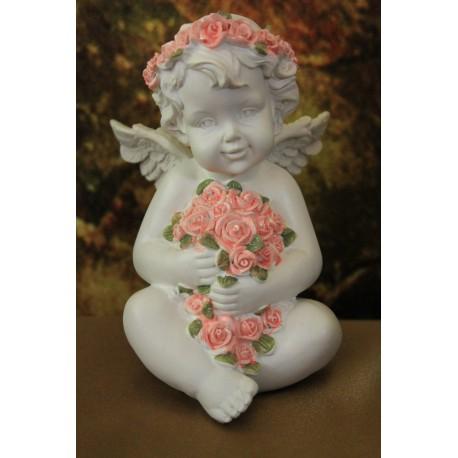 Chérubin blanc tenant une gerbe de roses.