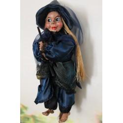 Petite sorcière à suspendre avec une belle tête.